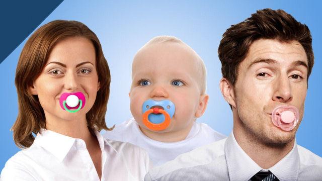 Estudo revela que limpar a chupeta ao bebê com saliva reduz o risco do desenvolvimento de alergias e asma