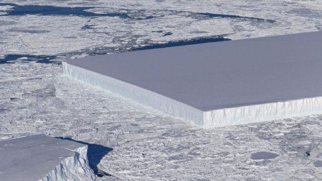 A NASA encontrou um estranho iceberg perfeitamente retangular