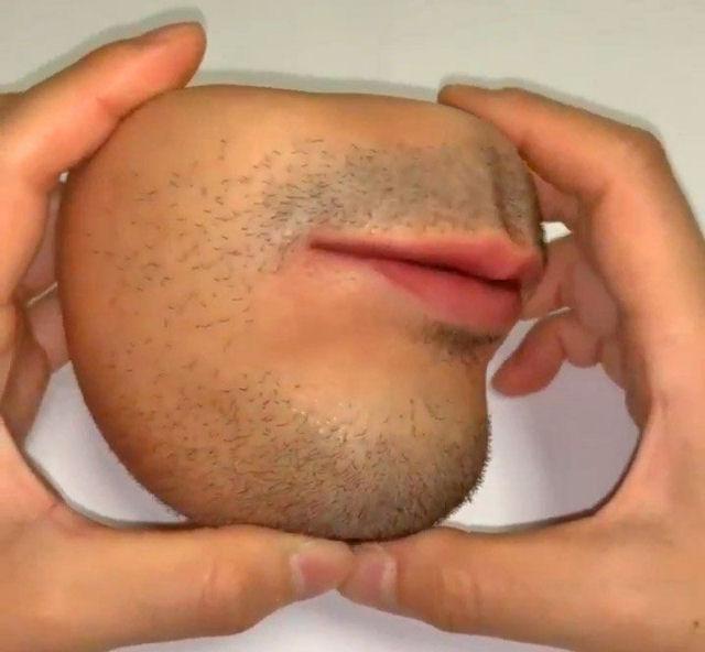 Prático porta-moedas com forma de boca humana